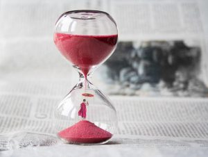 Hourglass showing the passage of time that you need to plan a nationwide relocation