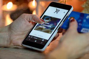 smartphone browsing online