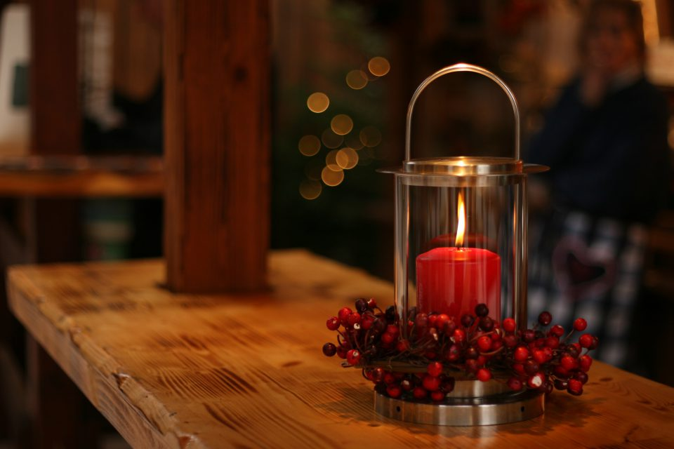 Indoor Christmas Decorating Ideas may include candles
